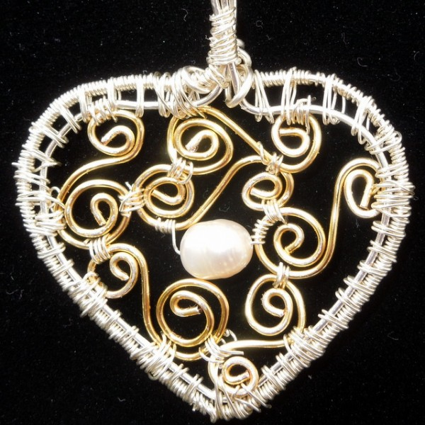 Black and Gold heart pearl necklace 004